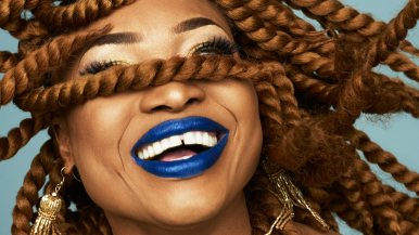 """August 5: Wassermusik X: Oumou Sangaré   Pascuala Ilabaca Sat, Aug 5, 2017, from 7pm Concerts, film 7pm Concert Pascuala Ilabaca A. 8.30pm Konzert Oumou Sangare 10pm Film """"Faro - La reine des eaux"""" Open-Air on the roof terrace Waterproof – in case of rain concerts in the exhibition hall, film in the auditorium Oumou Sangaré Diva with backbone: Mali is not exactly short of great voices—and Oumou Sangaré is one of the greatest of all. In her songs the grande dame primarily addresses the female population in the spirit of an Aretha Franklin or Mary J. Blige, thematizing hardship and sorrow, but also passion and strength. After eight years without any new releases she is back: On her first single the Afrobeat drummer Tony Allen really gets the Funk-charged Mali Pop grooving. Looks like this could be the start of a new phase of her career. Pascuala Ilabaca Free spirit with India in her heart: Pascuala Ilabaca belongs to a new wave of singer-songwriters in Chile. Born in India, where she gained her love of instruments such as tablas, she later returned for a number of years to study the melodies and rhythms of the subcontinent. Together with her band Fauna she has now expanded Chilean folk to create a music that is as idiosyncratic as it is autonomous—while cultivating a close affinity to the great songwriter Violeta Parra. Ever present: Ilabaca's beloved accordion. Faro, la reine des eaux D: Salif Traoré, MLI/F/CDN/D/OBV 2007, 96 min, OV with English subtitles As a child Zanga was driven out of his village on the Niger River, as an adult with a career as an engineer he returns in the hope of finding his father. His appearance upsets the community with its patriarchal structures: The inhabitants of the village fear the wrath of the river goddess Faro who supposedly preserves the traditional order in this living environment inseparably linked to the river. This results in a confrontation between the system of injustice with its mythical legitimation and individual life pla"""